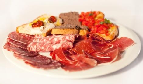 Fonte: Osteria Mangiando Crostini + bruschetta + salumi
