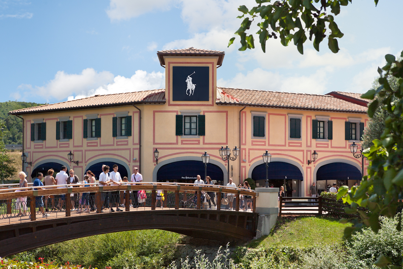 https://passeiosnatoscana.files.wordpress.com/2014/01/mcarthurglen-barberino-designer-outlet__florence.jpg