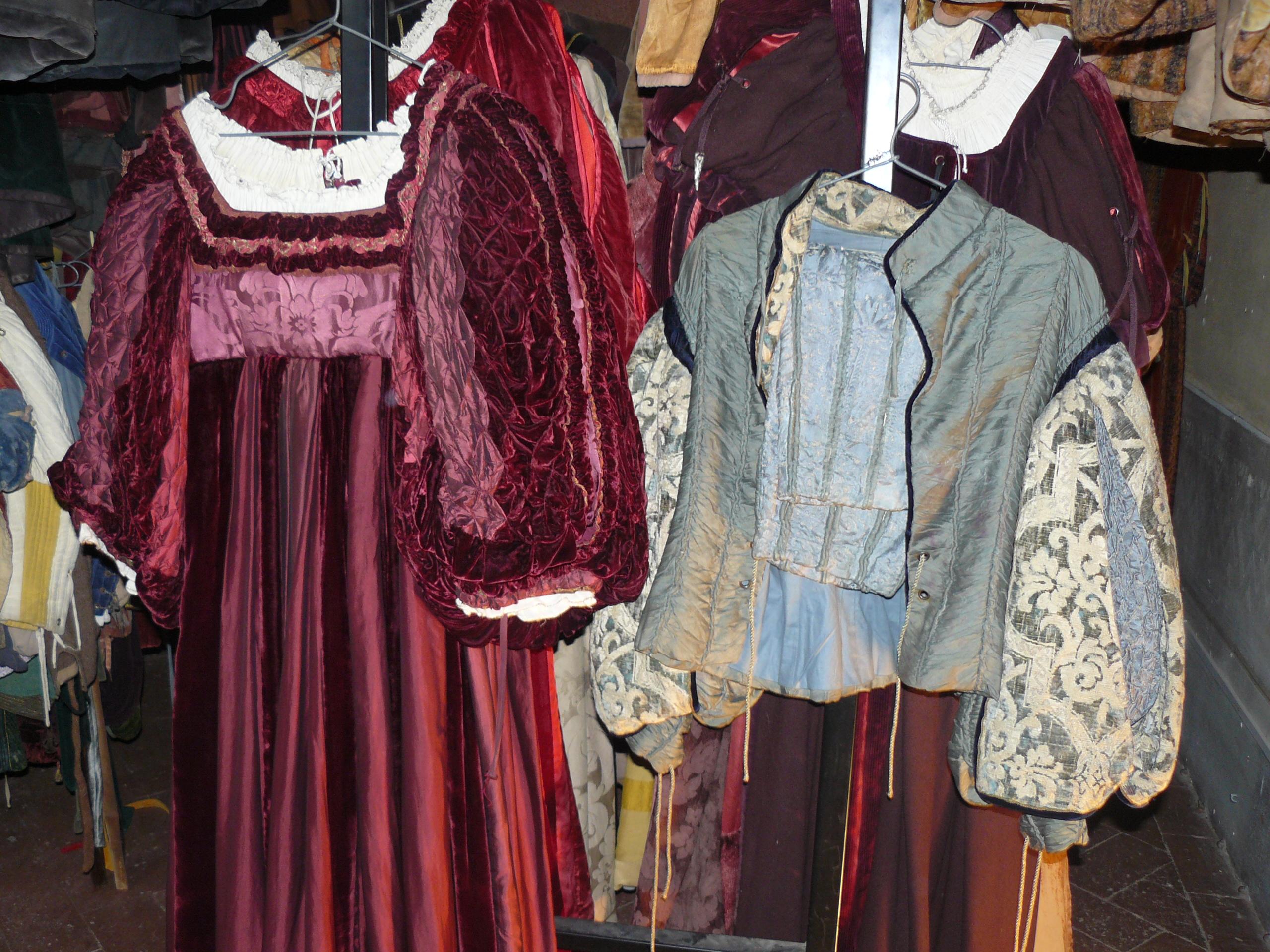 conjunto utilizado em Hamlet - o masculino quem vestiu foi Carreras