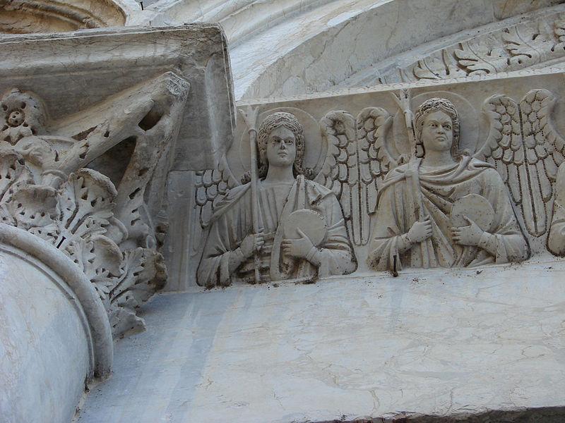 San_Michele_degli_Scalzi_Architrave_particolare
