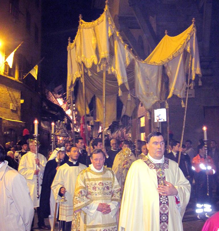 Firenze-processione-del-Corpus-Domini-card.-Betori-Invitaimo-tutti-a-questa-tavola-di-vita_articleimage